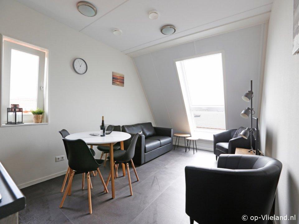 Twest Endt 6, 4 persoons appartement op de tweede verdieping, aan het einde van het dorp
