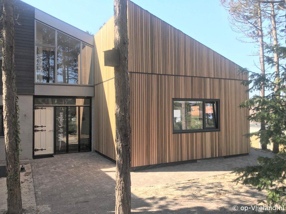 De Getijden, B&B met drie 2p kamers in het bosgedeelte van het dorp