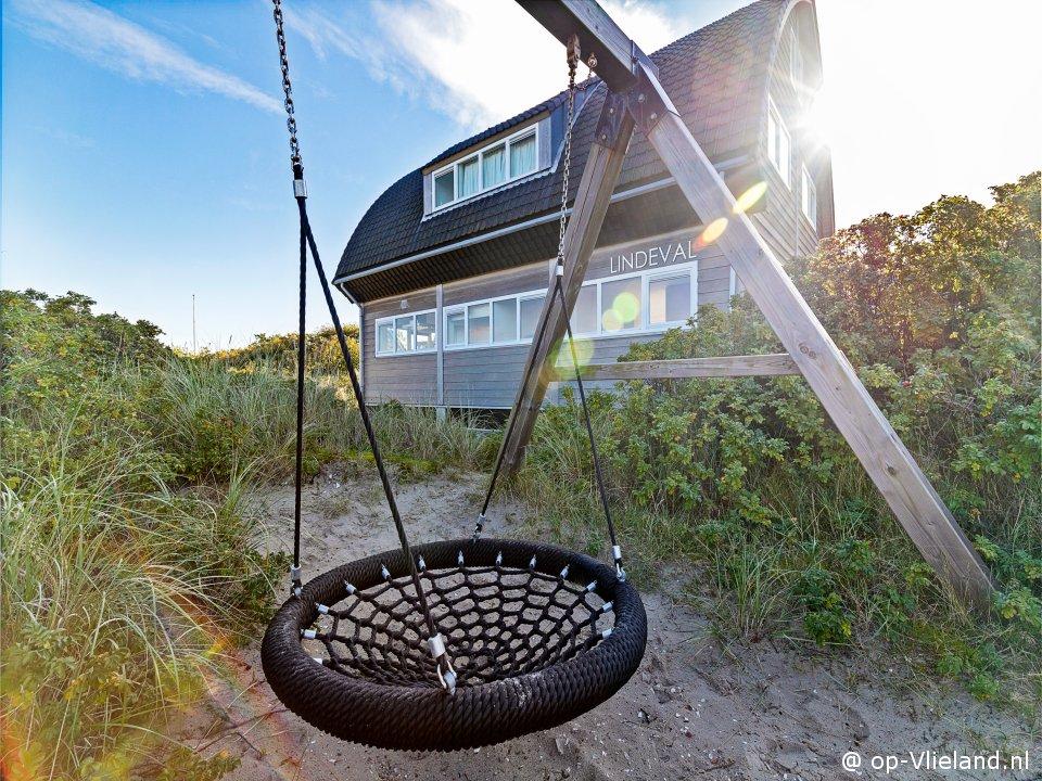 Lindeval, vakantiehuis voor 6-14 personen in de duinen bij het strand